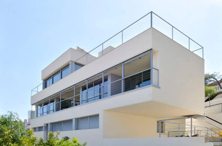 CASA TR: Casas de estilo  de zazurca arquitectos