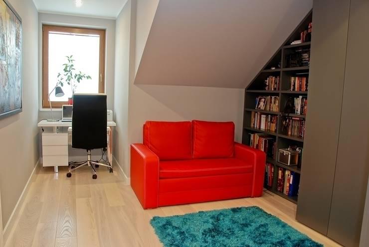 DOM NOWOCZESNY: styl , w kategorii Domowe biuro i gabinet zaprojektowany przez YNOX Architektura Wnętrz