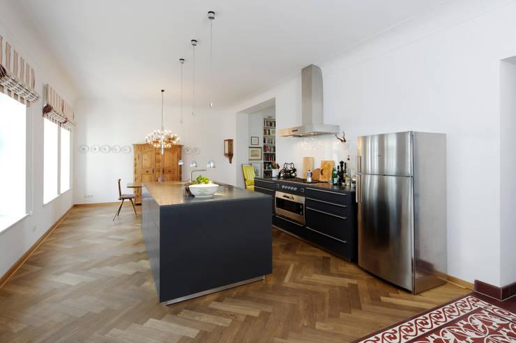 Revitalisierung Haus B. Düsseldorf:  Küche von kg5 architekten