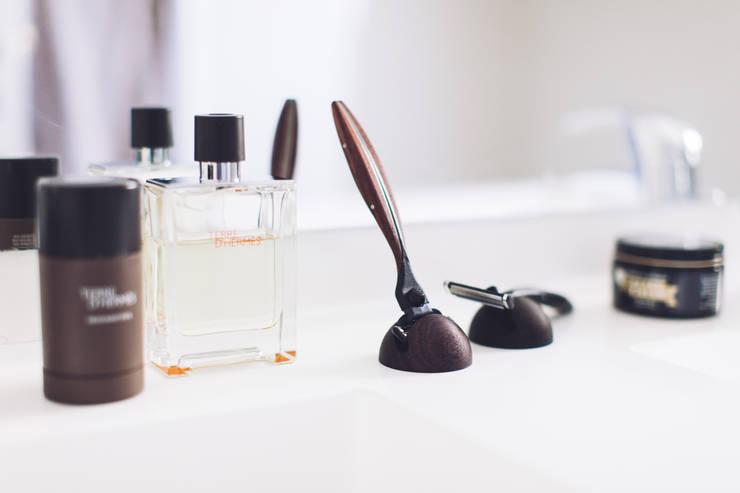 Artaban, rasoir haut de gamme en ébène / palissandre et compatible lames Gillette Mach3: Salle de bain de style de style Classique par The Morning Company