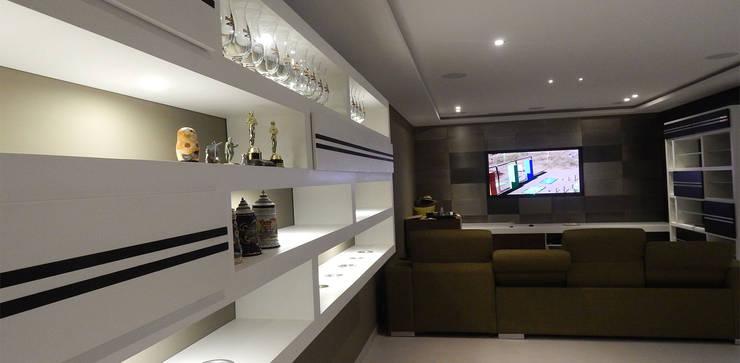 Casa La Rioja: Salas de estilo  por STUDIO ALMEIDA DESIGN