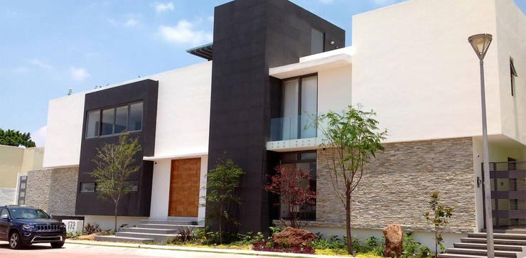 Casa La Rioja: Casas de estilo  por STUDIO ALMEIDA DESIGN