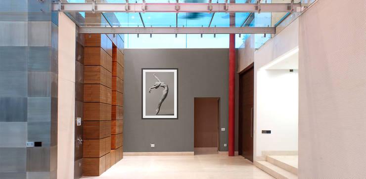 Casa Las Cumbres: Pasillos y recibidores de estilo  por STUDIO ALMEIDA DESIGN