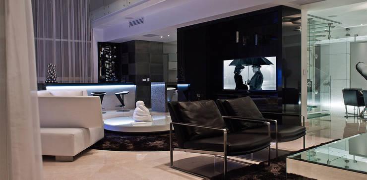 Torre Aura Altitud: Salas multimedia de estilo  por STUDIO ALMEIDA DESIGN