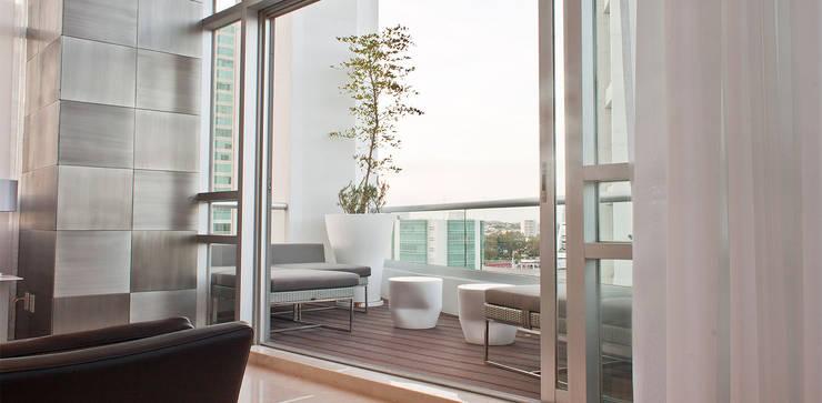 Torre Aura Altitud: Terrazas de estilo  por STUDIO ALMEIDA DESIGN