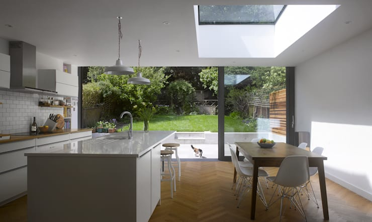 Redston Road: modern Kitchen by Andrew Mulroy Architects