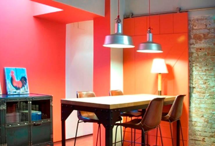 LOFT EN SARRIA: Comedores de estilo  de zazurca arquitectos