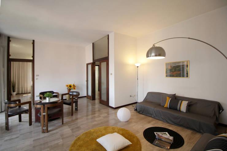 Il soggiorno: Soggiorno in stile in stile Classico di Michela Galletti Architetto e Home Stager