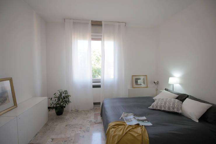 Camera da letto:  in stile  di Michela Galletti Architetto e Home Stager