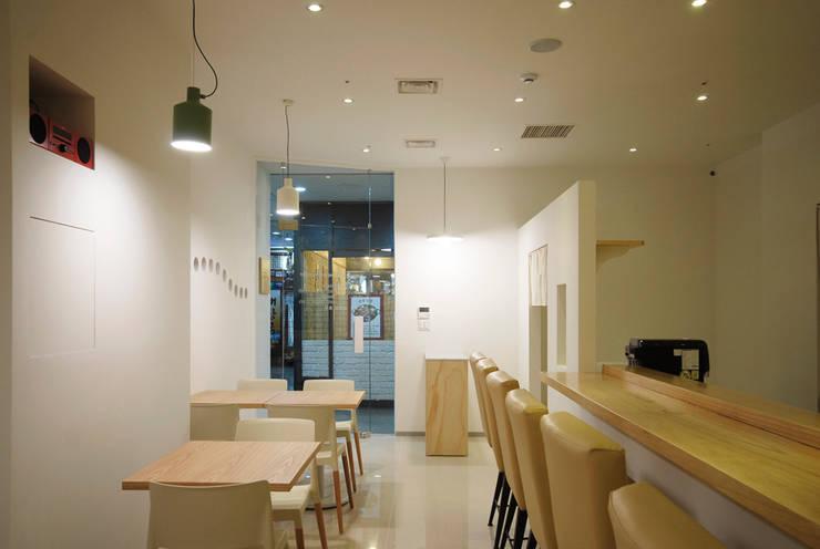 Restoran oleh By Seog Be Seog | 바이석비석, Minimalis
