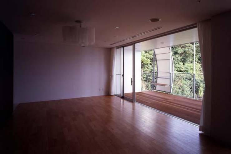 個室内部: 株式会社ヨシダデザインワークショップが手掛けた寝室です。,