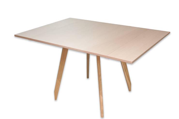 C-Table: Sala da pranzo in stile  di DressHome di Maria Incampo
