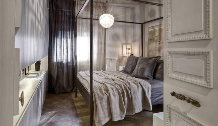 Interior a Santarcangelo: Camera da letto in stile  di cristina zanni designer