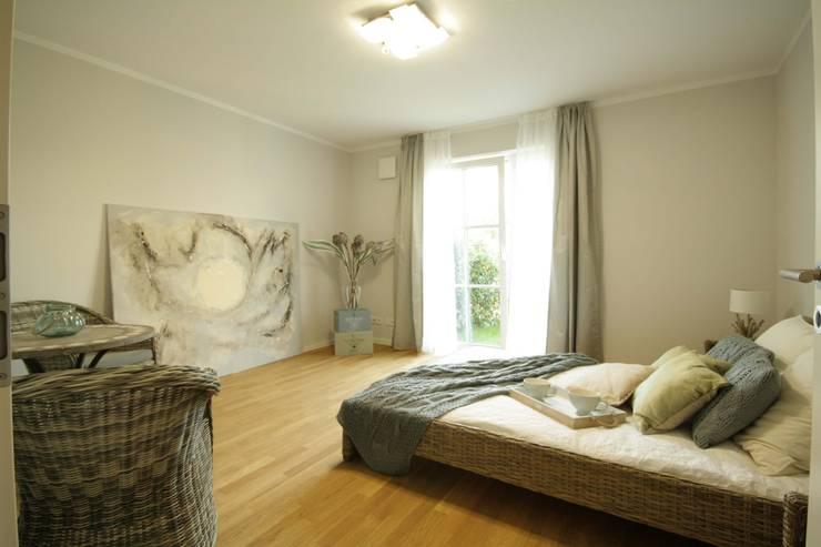 Quartos modernos por Home Staging Cornelia Reichel