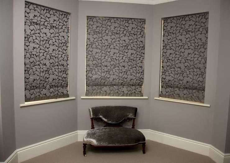 Quartos  por Debra Carroll Interiors
