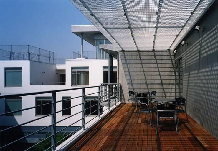 テラス: 株式会社ヨシダデザインワークショップが手掛けたテラス・ベランダです。