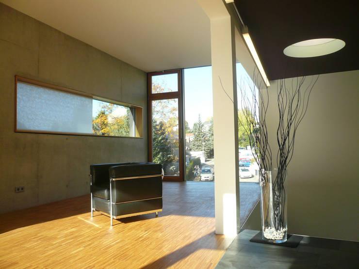 Zwischenbau Anbau innen:  Wohnzimmer von wilhelm und hovenbitzer und partner