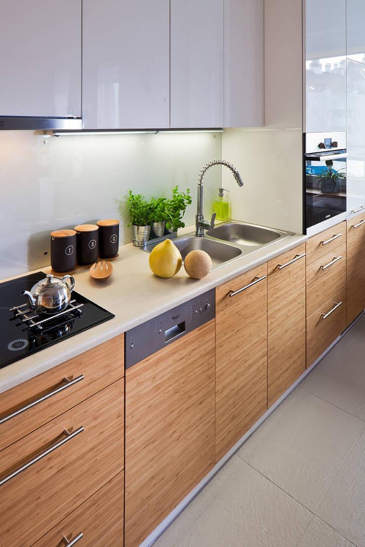 MIESZKANIE 54 M2: styl , w kategorii Kuchnia zaprojektowany przez KRAMKOWSKA|PRACOWNIA WNĘTRZ