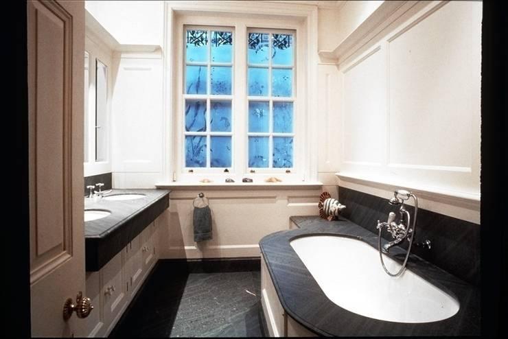 Primrose Hill, London:  Bathroom by Sutters Partnership