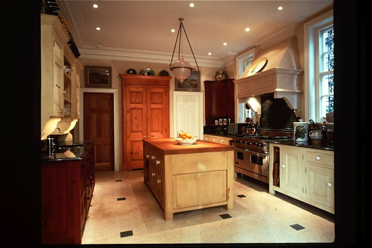 Primrose Hill, London:  Kitchen by Sutters Partnership
