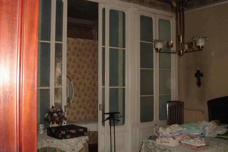 Dormitorio ANTES:  de estilo  de Imma Carner Arquitectura Interior