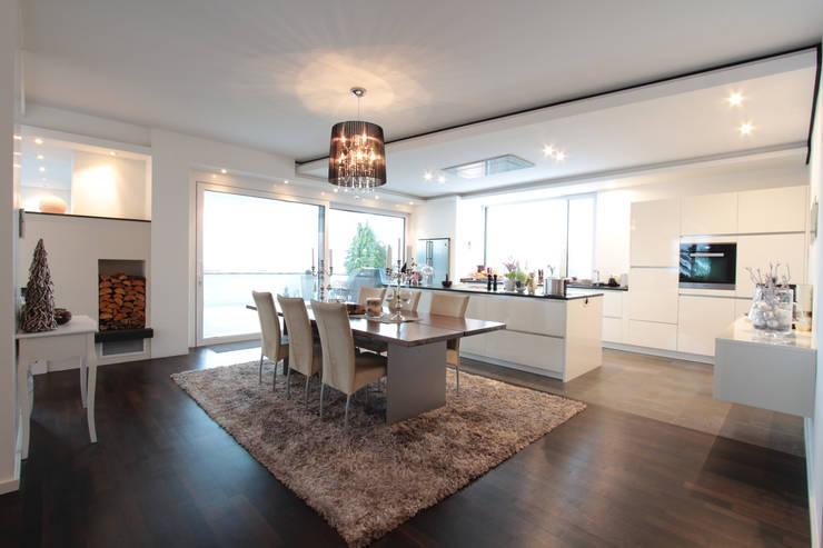 Cozinhas modernas por La Casa Wohnbau GmbH