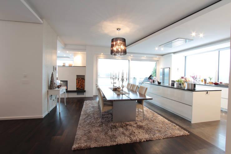 Comedores de estilo  por La Casa Wohnbau GmbH