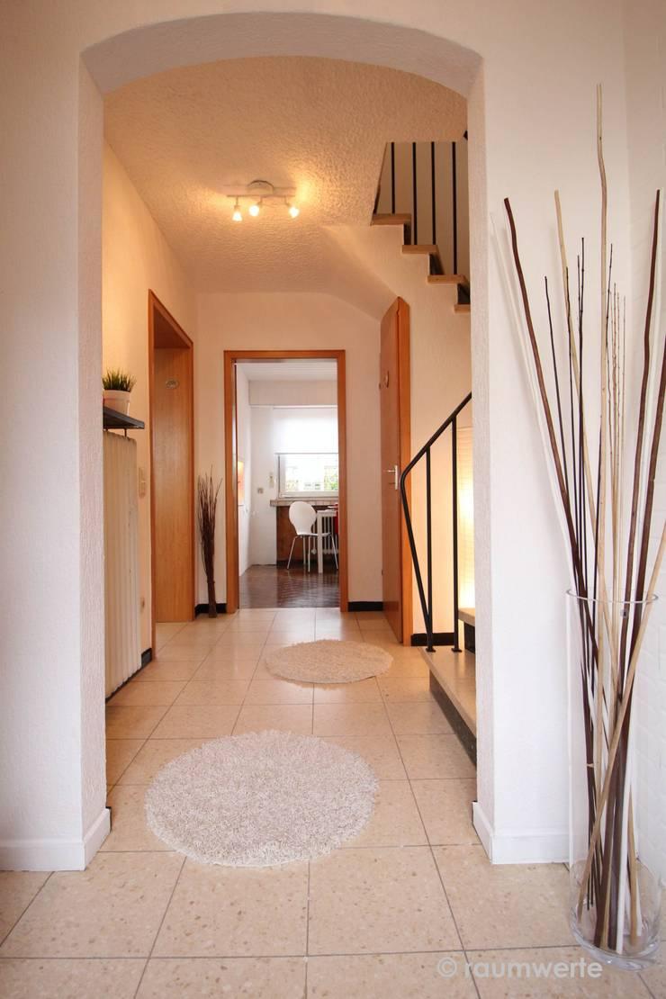 Koridor dan lorong oleh raumwerte Home Staging, Country