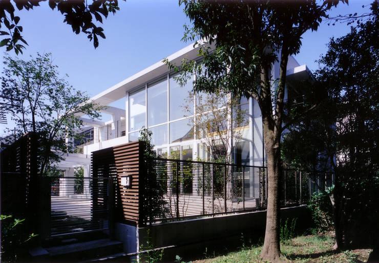 コンクリート打ち放しのモダン和風住宅: 豊田空間デザイン室 一級建築士事務所が手掛けた家です。