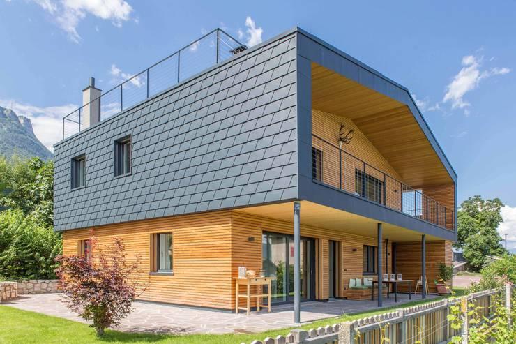 House KaTo: Case in stile  di Manuel Benedikter Architekt