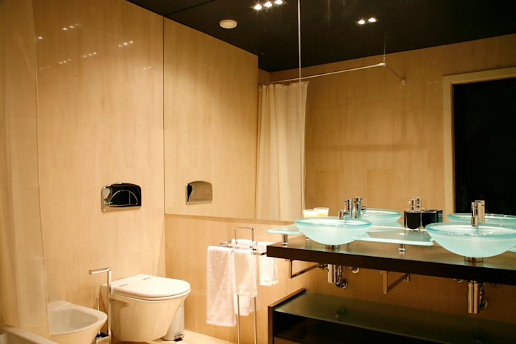 Bathroom by Architecture Tote Ser