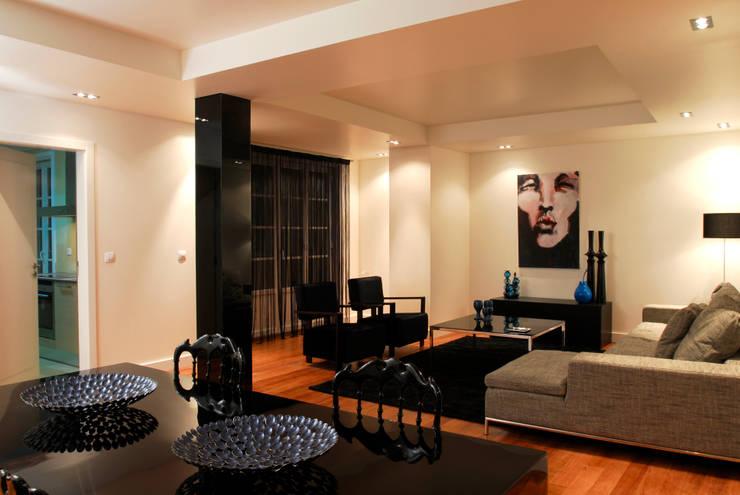 Reabilitação Apartamento Chiado: Salas de estar  por Architecture Tote Ser
