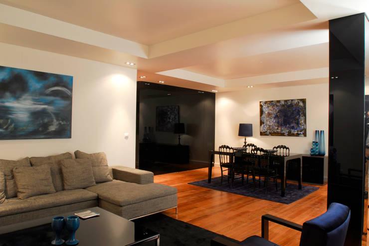 Reabilitação Apartamento Chiado: Salas de jantar  por Architecture Tote Ser
