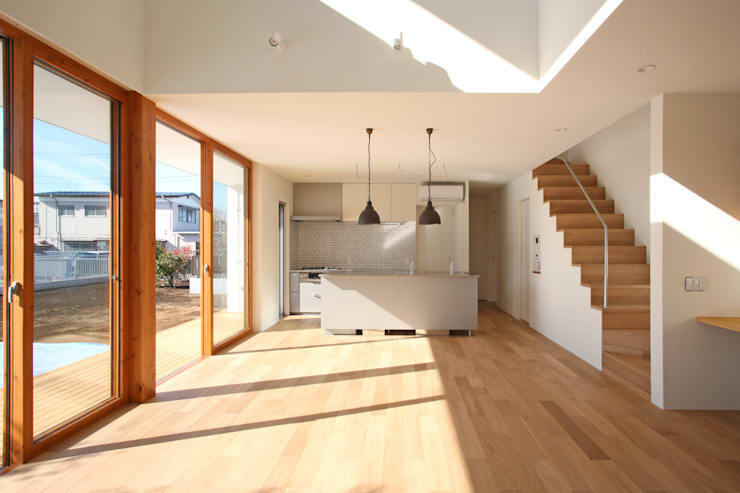 くるりのある家: 設計事務所アーキプレイスが手掛けたリビングです。