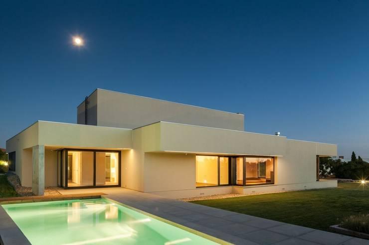 House in Belas, Sintra Casas de estilo minimalista de Estúdio Urbano Arquitectos Minimalista