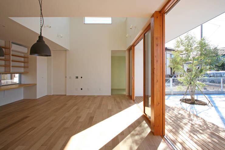 くるりのある家: 設計事務所アーキプレイスが手掛けたダイニングです。
