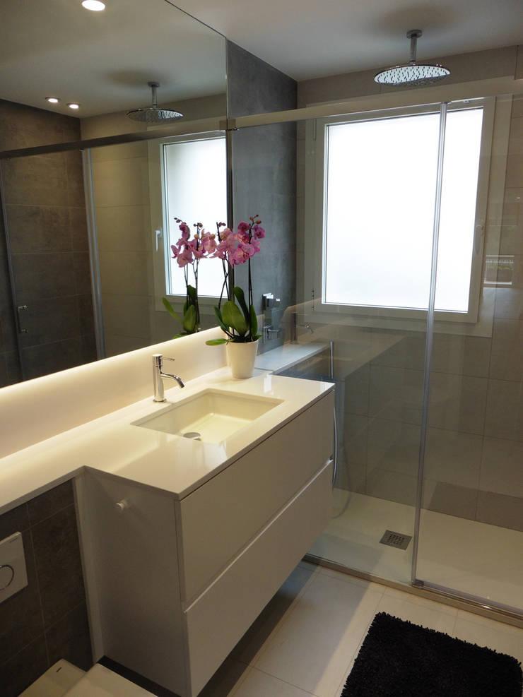 Baño: Baños de estilo moderno de LF24 Arquitectura Interiorismo