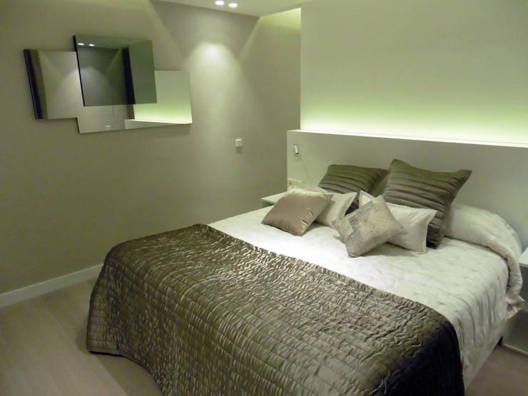 cama - mueble a medida: Dormitorios de estilo moderno de LF24 Arquitectura Interiorismo