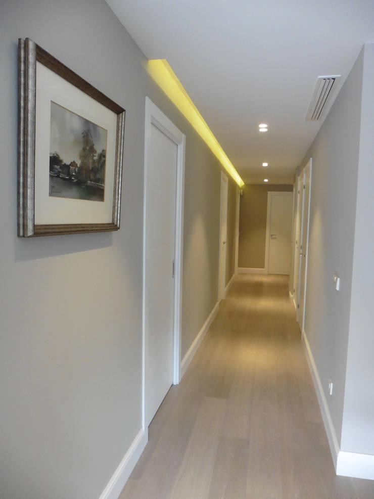 pasillo: Pasillos y vestíbulos de estilo  de LF24 Arquitectura Interiorismo