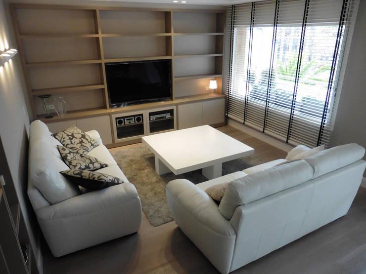 zona tv - sala estar: Salones de estilo moderno de LF24 Arquitectura Interiorismo
