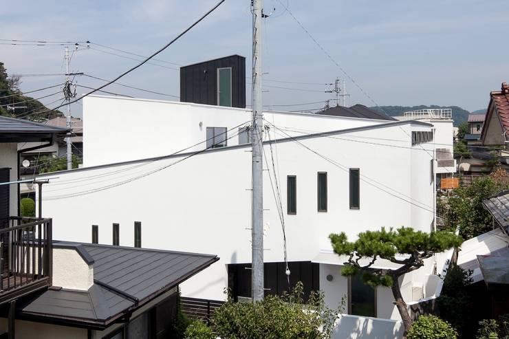 スロープを表現した外観: 前田敦計画工房が手掛けた家です。