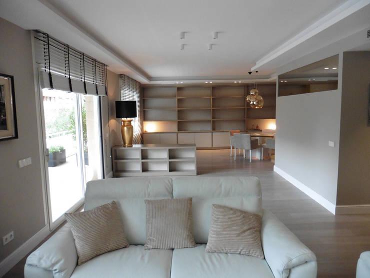 salon: Salones de estilo  de LF24 Arquitectura Interiorismo