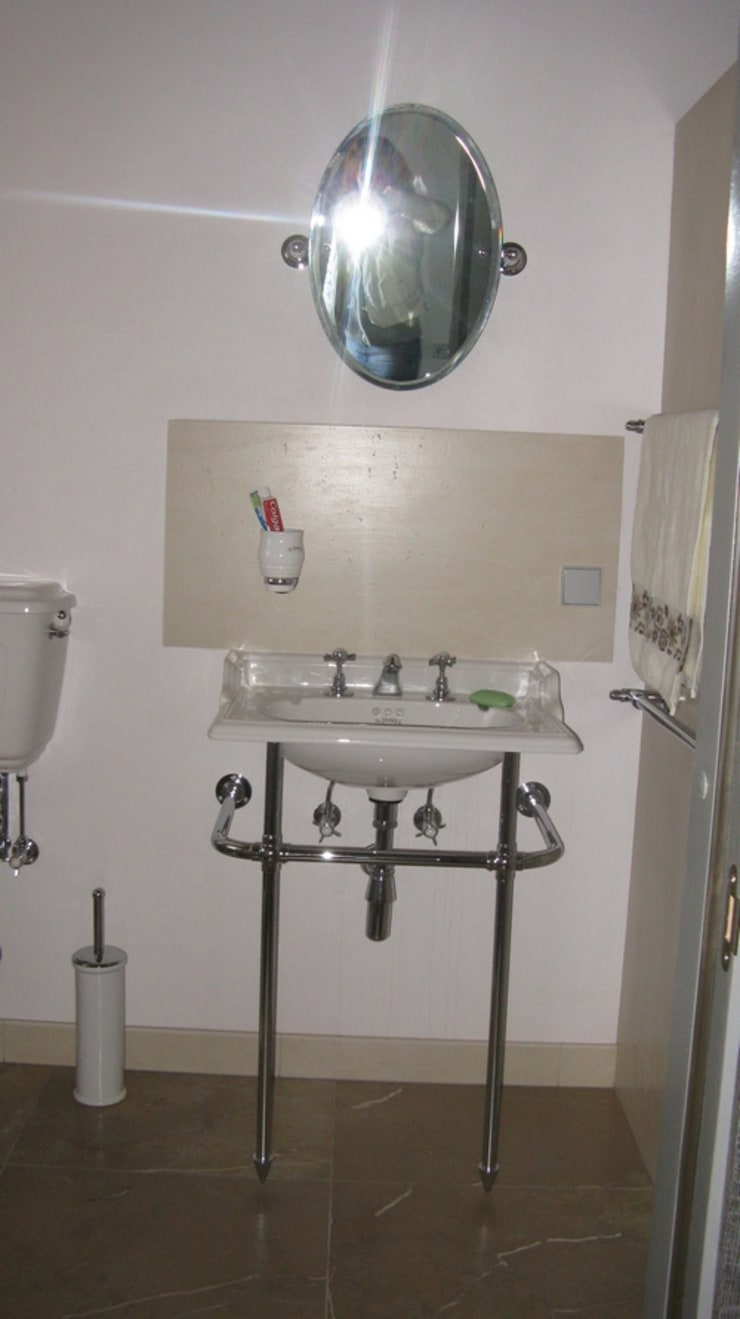 Частный дом: Ванные комнаты в . Автор – Архитектор Владимир Калашников