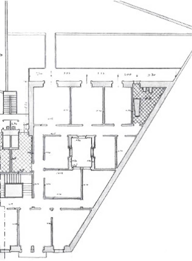 planta existente:   por Arquitectos Associados