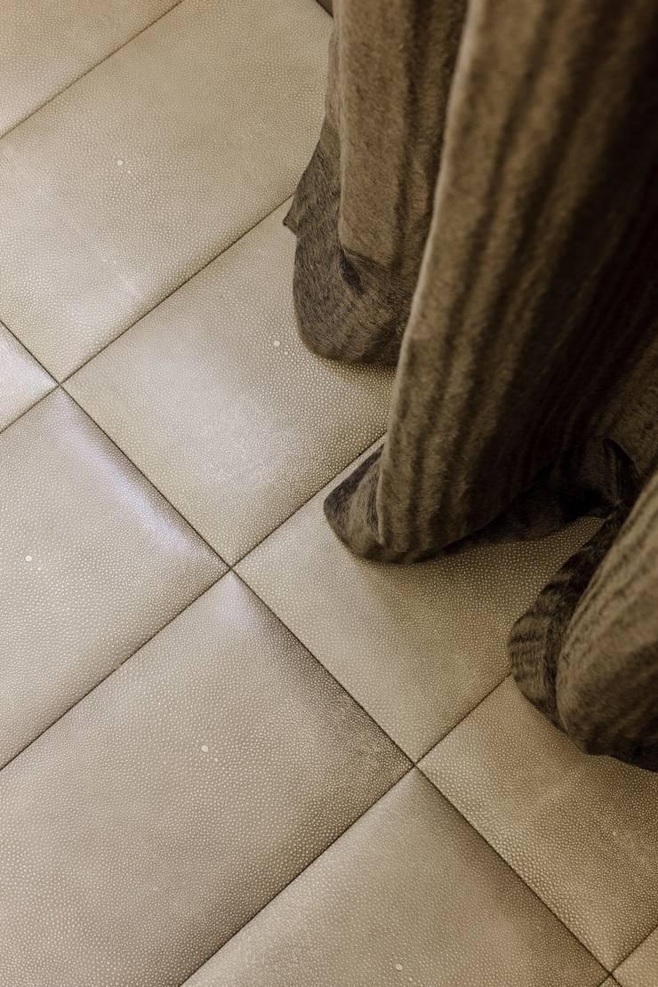 Couloir, entrée, escaliers de style  par Keir Townsend Ltd.
