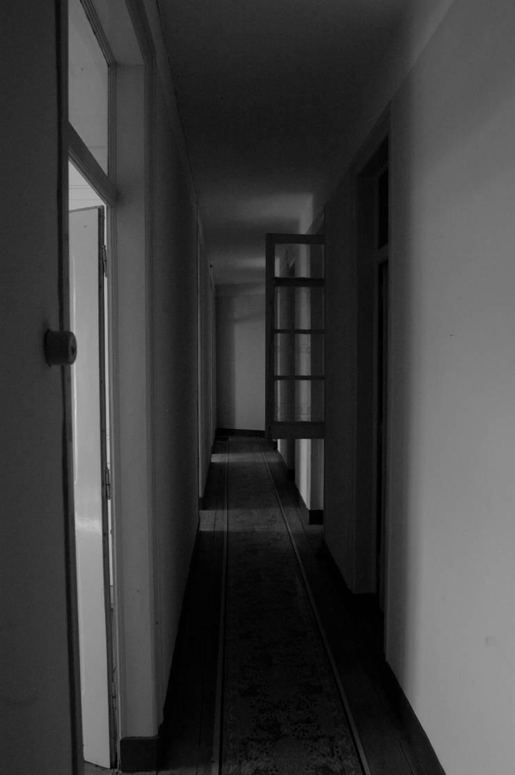 Apartamento à Estefânia:   por Arquitectos Associados