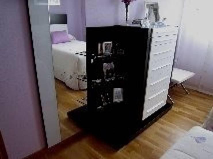 Dormitorio en Valladolid.: Dormitorios de estilo  de Blanc-O Arquitectura de Interiores y Decoración