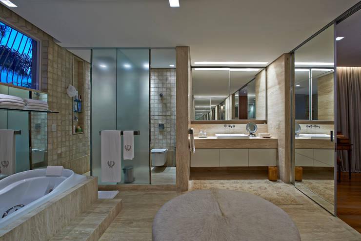 Salle de bains de style  par Beth Nejm, Rustique
