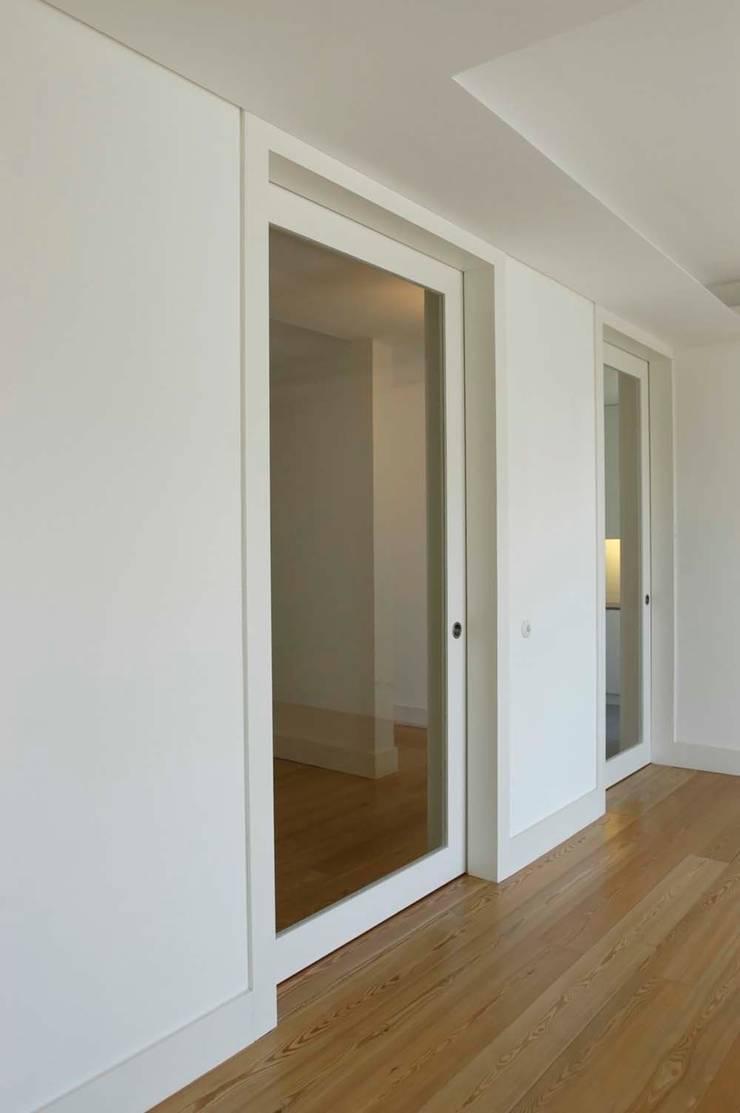 sala:   por Arquitectos Associados
