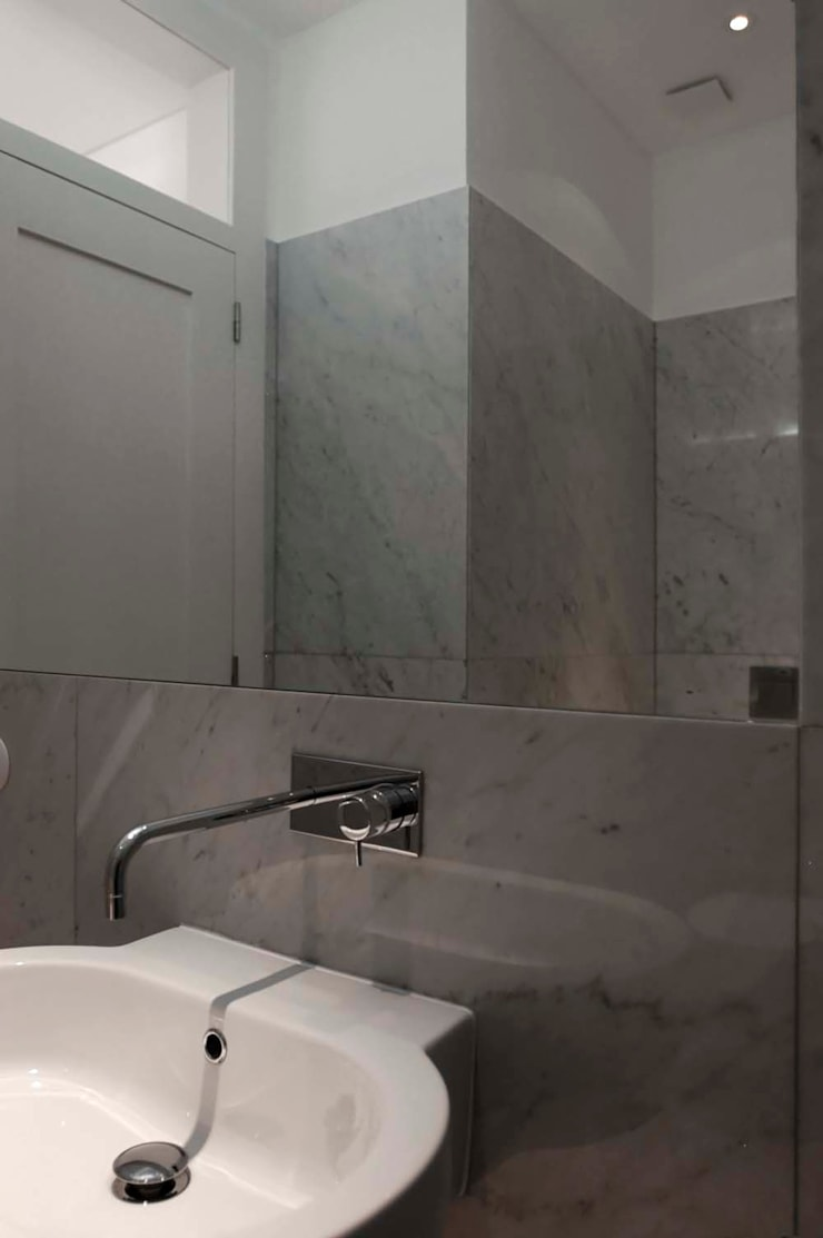 WC:   por Arquitectos Associados